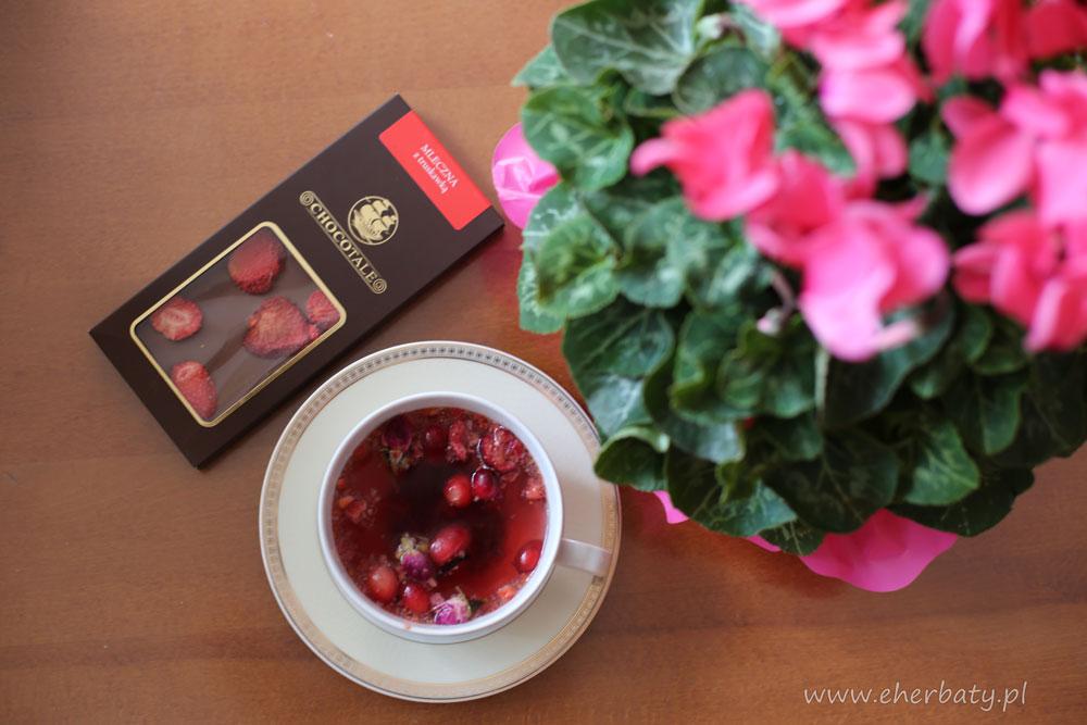 Dlaczego warto pić herbatę z hibiskusem?